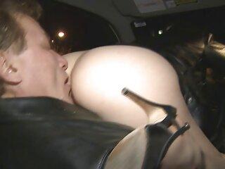 Chica orina en la calle y se golpea los pechos en público apolonia la piedra x