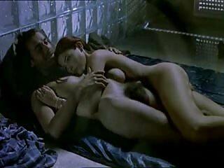 Pareja caliente sexo en la cama junto pelis x porno español a la chimenea