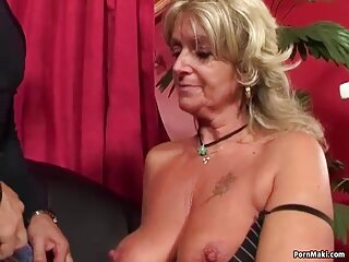 Valentina Nappi muestra striptease y x videos subtitulados en español se masturba