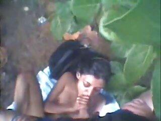 Le da a su amiga un masaje x videos de incesto en español en los pies