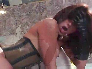 Muestra el cuerpo y se masturba con los casting español x dedos.