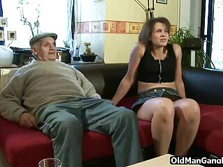 Cassidy Klein prueba el pin de su padrastro calvo con los labios x videos españoles gratis