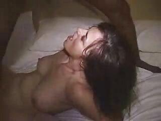 El empresario aprieta las tetas de la morena casting x español sexy