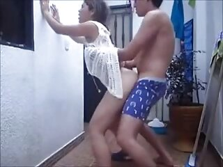 Dos videos x caseros españoles nenas están satisfechas con un consolador