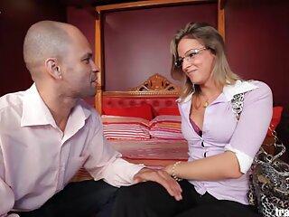 Amarna Miller x porno español acaricia su coño con un vibrador