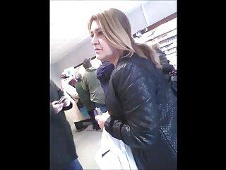 Una joven zorra enseña el paginas x en español coño