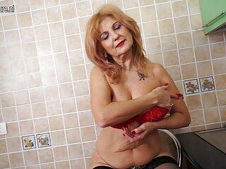 Muñeca bronceada expone sexualmente el vídeos x en castellano cuerpo