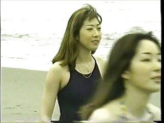 Pareja joven junto a la videos x españolas piscina
