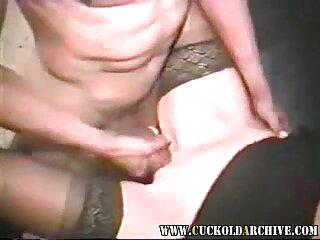 La puta está feliz de servir incluso al ver videos x en español guardia