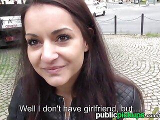 Lesbianas tienen videos x maduras españolas en sus manos una cámara profesional
